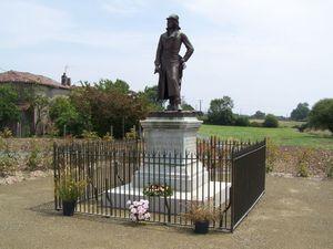 La statue de La Rochejaquelein juin 2011