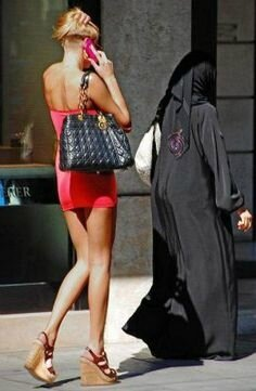 Burqa vs mini jupe