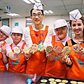 <b>Jolin</b> bakes biscuits for the Yu-Cheng Social Welfare Foundation + China Life Insurance 50th anniversary