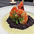 Risotto <b>vénéré</b>, gambas poêlées et crème de poireaux au curry