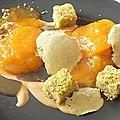 Abricots confits, pain de Gênes à la pistache, glace pistache et touron liquide