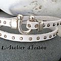 Un bracelet double tour en cuir clouté blanc et son fermoir fer à cheval réalisé pour l'anniversaire d'une <b>jeune</b> <b>femme</b> ! Joli, n