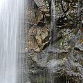 Une virgule sur les flancs de Belledonne, la <b>cascade</b> de l'Oursière.
