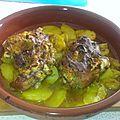 Pieds de porc sur lit de pommes de terre au curry au four