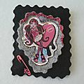 BROCHE-DRACULAURA-MONSTER-HIGH-<b>FEUTRINE</b>