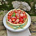 Charlotte aux fraises, citron et <b>basilic</b> : le