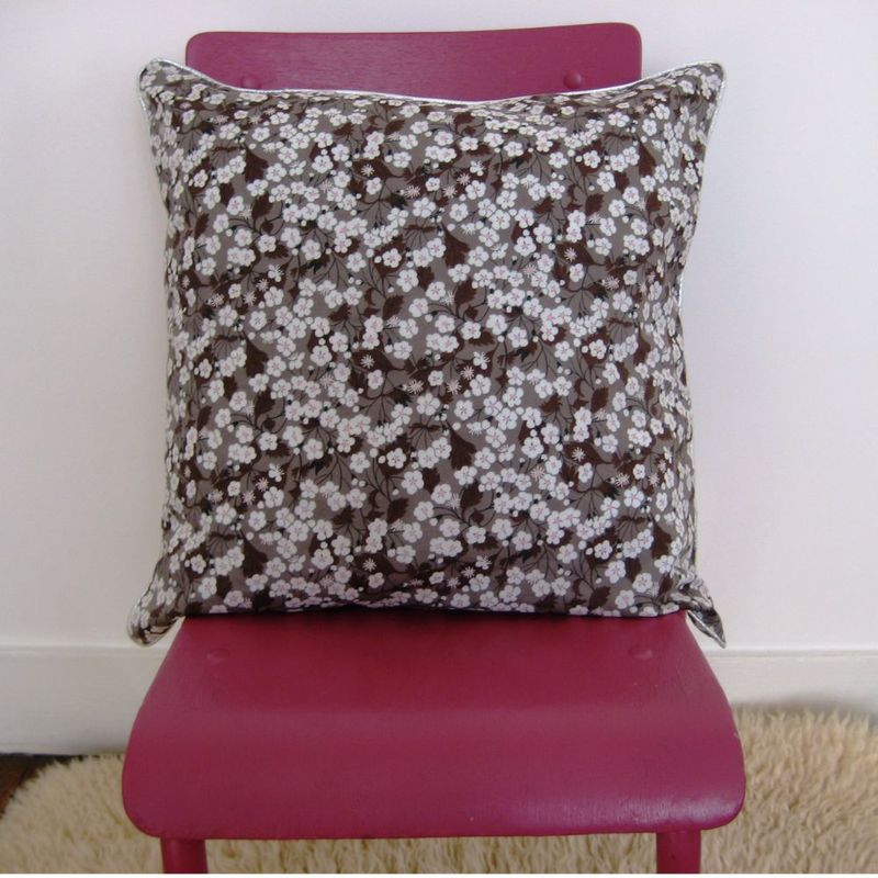 coussin_liberty_mitsi_passepoil_argent
