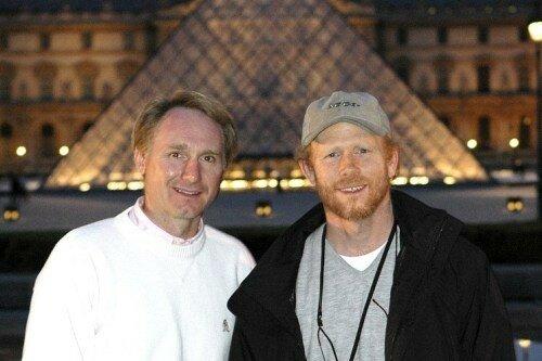 Le romancier Dan Brown & le réalisateur Ron Howard sur le tournage du Da Vinci Code