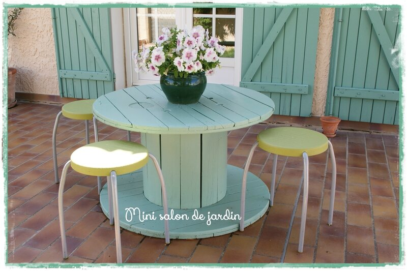 Les p 39 tites d cos de lolo for Idee couleur salon de jardin