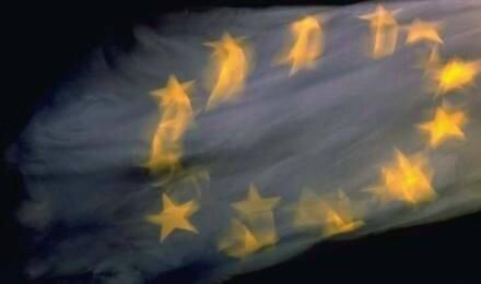 UE drapeau floue