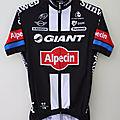 Collection maillots cyclistes d'un passionné .