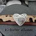 Création sur mesure d'un bracelet cuir léopard et cuir marron agrémenté d'un passant martelé en forme de coeur !