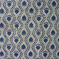 1792 Coupon de tissu motif <b>fleuri</b> bleu fond blanc