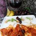 Émincés de poulet à la sauce Provençale, olives et curry avec du riz basmati