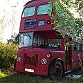 bus imperial et roulotte