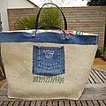 Maxi cabas - Sac de plage grand format réalisé en toile de sac à café, à jeans et à sac à riz recyclées - UPCYCLING - <b>UNIQUE</b>