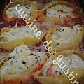 Conchiglie au fromage de chèvre frais, menthe et coulis de tomate.