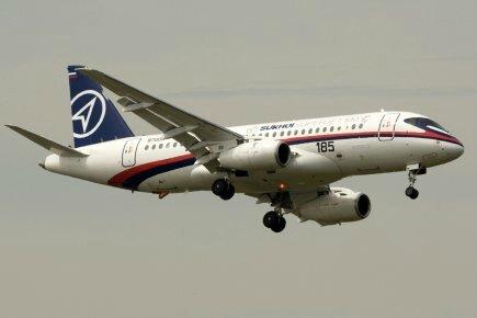 499305-superjet-100-avionneur-russe-soukhoi