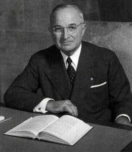 1947_Harry-Truman-at-his-desk