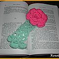 Un marque-page rose au crochet
