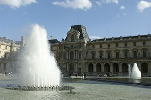 musee_louvre_cour_napoleon