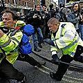 Des étudiants britanniques sont questionnés pour savoir s'ils feraient ouvrir le feu sur des manifestants