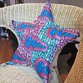 Coussin en forme d'étoile en tissu africain ou wax : modèle Fanta