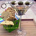 Cocktail Dry martini & Sablés au parmesan et <b>olives</b> vertes farcies