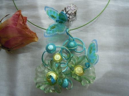 parure collier papillons bleu vert 1
