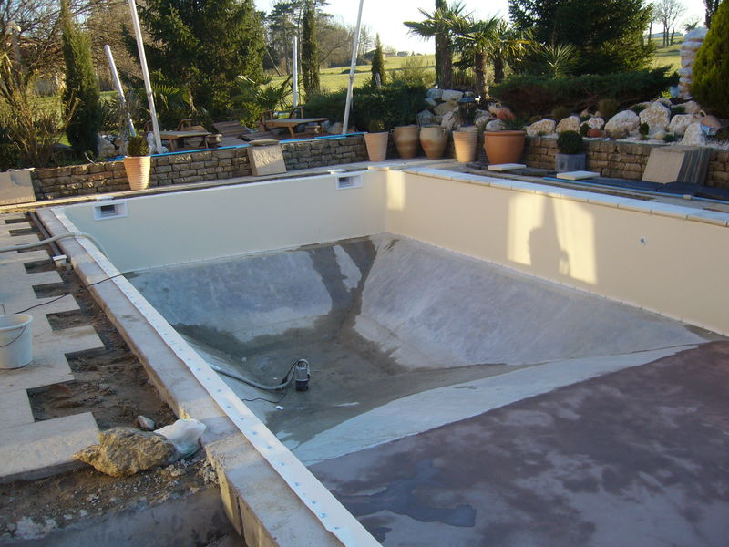 Infiltration d 39 eau entre b ton et liner piscines for Construction d un puit