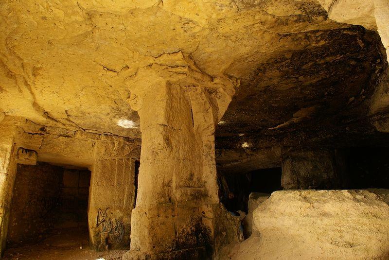 Les grottes des carri res de meschers sur gironde for Bureau en gros near me