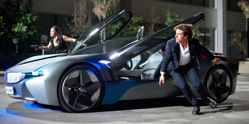Paula Patton, Tom Cruise et la BMW i8 dans Mission Impossible 4