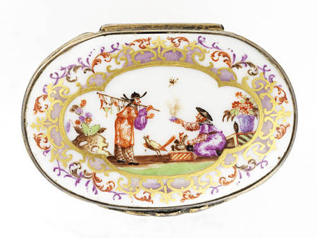 A_silver_gilt_mounted_oval_snuff_box__19th_century3