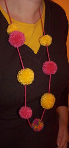 collier_pompons