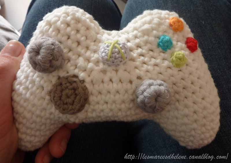 Crochet Xbox Controller : Xbox! on Pinterest Xbox Controller, Xbox 360 and Perler Beads
