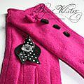 Gants en laine pour femme élégante - gants <b>fantaisie</b> rose fuchsia, avec bague de laine noire