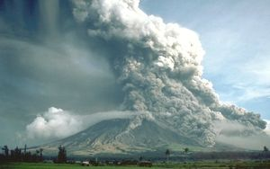 Nuée_ardente-Éruption_volcanique-Mayon