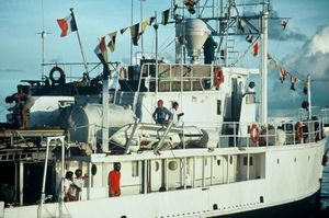 Jeacques-Cousteau-and-crew-on-Calypso