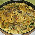 Omelette aux pommes de terre, boeuf haché et ciboulette