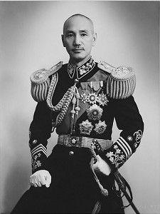 Chiang_Kai-shek_in_full_uniform2
