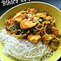 Nouilles au poulet et légumes wok