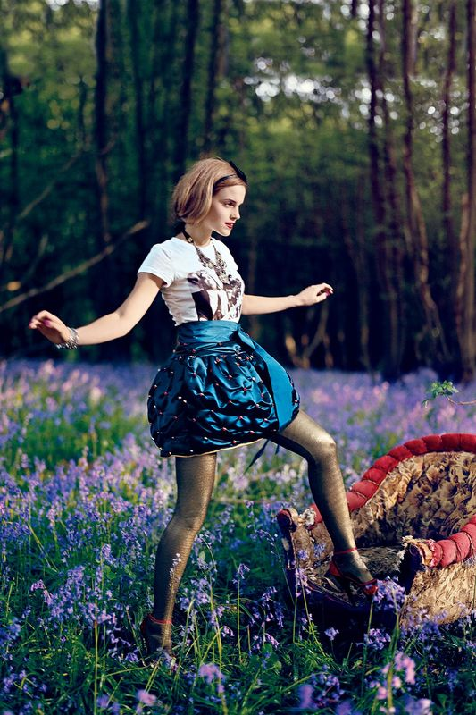 09809_Emma_Watson_003068_Teen_Vogue_Photoshoot_2009_122_593lo