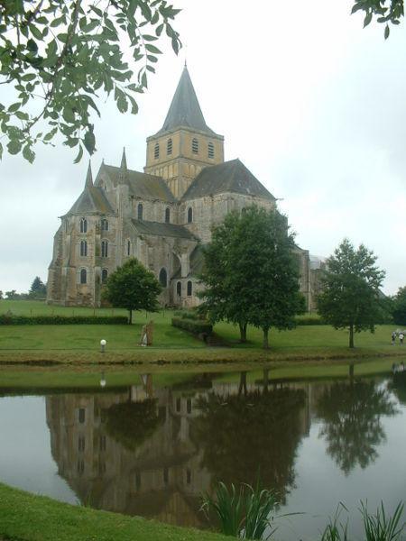 450px_Abbaye_de_Cerisy_la_foret