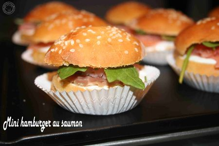 Mini hamburger au saumon fume et roquette
