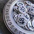 Anciennes plaques rondes en porcelaine. Numéro d'hôtel