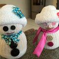activité de noël avec les <b>enfants</b> : un bonhomme de neige avec des chaussettes de sport