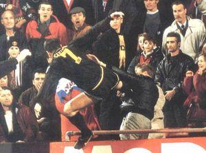blog -Cantona E frappe spectateur Manchester United