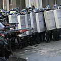 Le comportement des forces de l'ordre dans l'effondrement financier et <b>économique</b> qui vient (Piero San Giorgio)