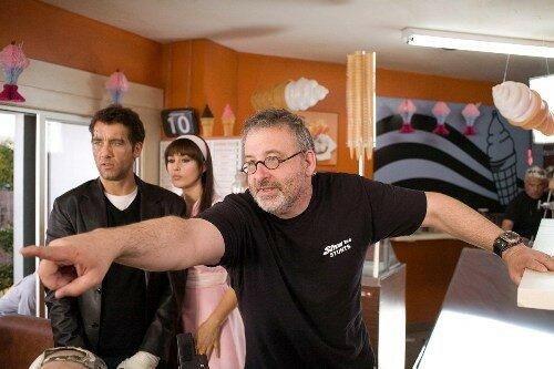 Clive Owen, Monica Bellucci & le réalisateur Michael Davis
