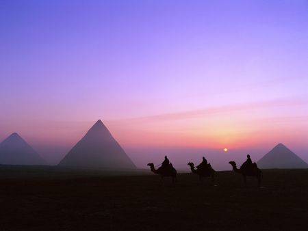 Pyramids_1_D6UCM1OWZZ_1600x1200